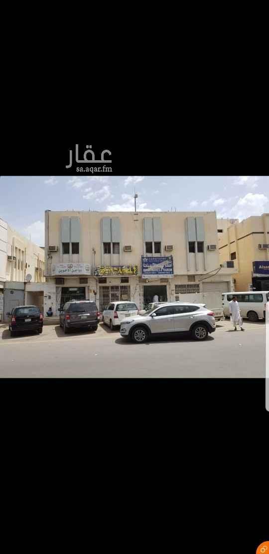 محل للإيجار في 7611-7625 ، شارع بديع الزمان الهمذاني ، الرياض