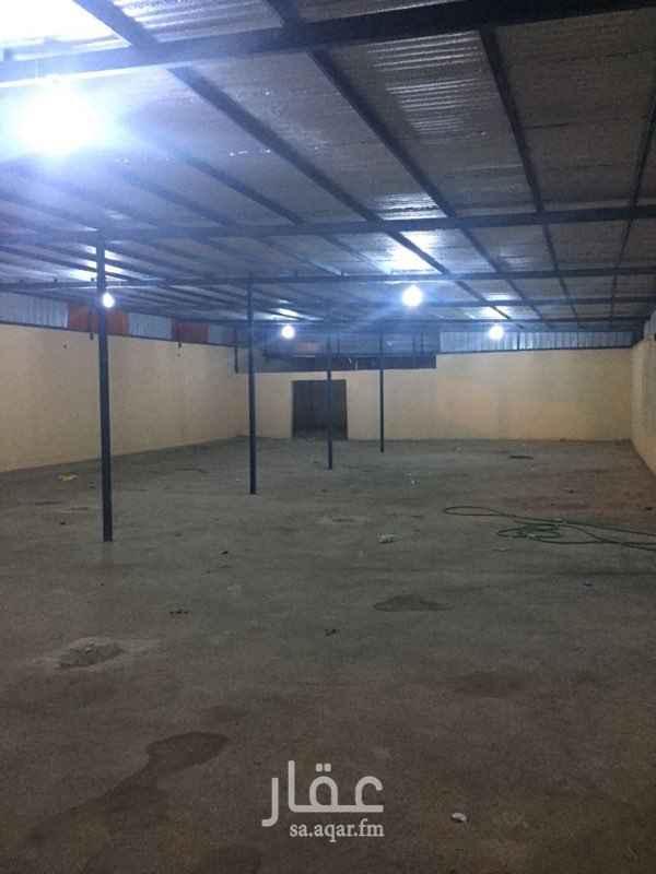 مستودع للإيجار في حي القيروان ، الرياض