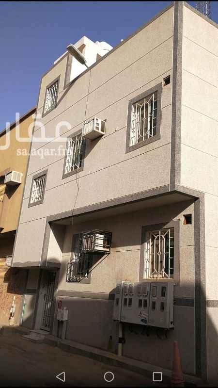 عمارة للبيع في شارع عبدالغني بن سرور ، حي ثليم ، الرياض