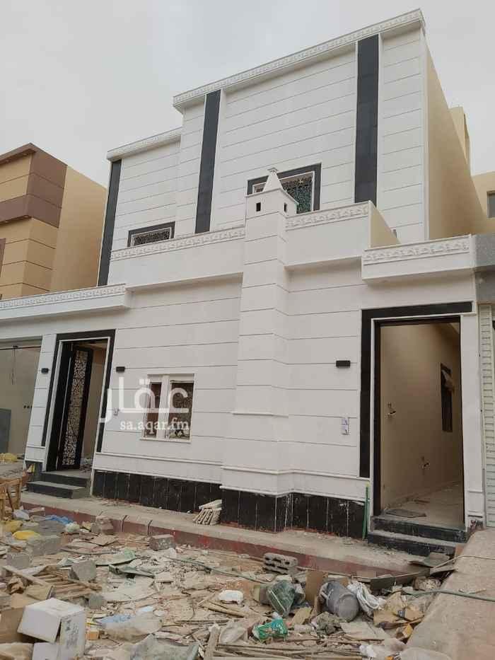 فيلا للبيع في شارع أحمد بن ثوابة الكاتب ، حي الرمال ، الرياض ، الرياض