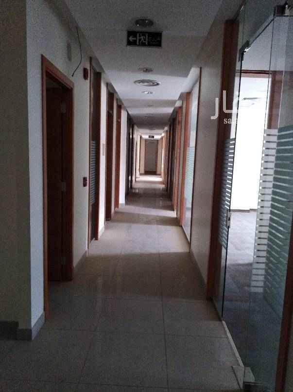 مكتب تجاري للإيجار في شارع سهل بن العطار ، حي المؤتمرات ، الرياض