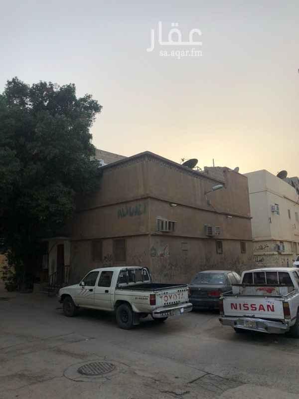 بيت للبيع في شارع كعب العبسي ، حي سلطانة ، الرياض
