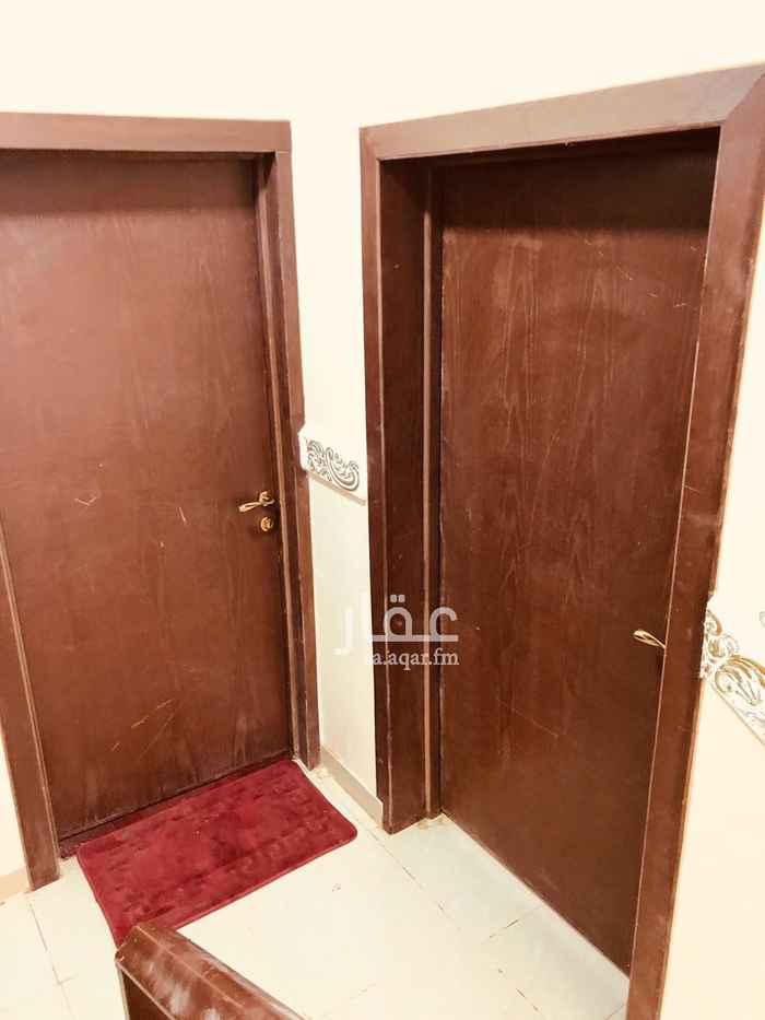شقة للإيجار في شارع الشيخ خليفة بن حمد ال ثاني ، حي الجنادرية ، الرياض