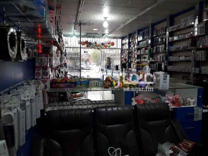 محل للبيع في شارع البريد ، حي السعادة ، الرياض