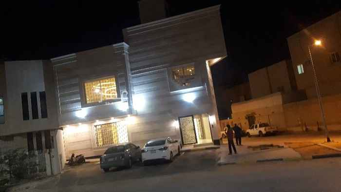 عمارة للإيجار في شارع الشيخ صالح بن غصون ، حي الملز ، الرياض