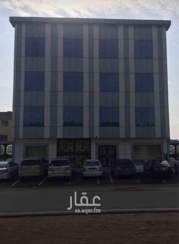 عمارة للإيجار في شارع الصحابة ، حي المونسية ، الرياض