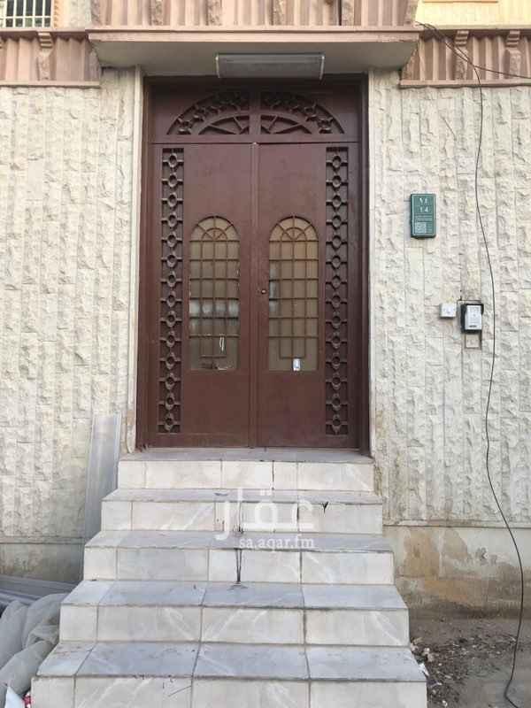 دور للإيجار في شارع القاضي الاشبيلي ، حي الروضة ، الرياض