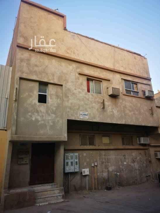 عمارة للبيع في شارع احمد الحنفي ، حي منفوحة ، الرياض