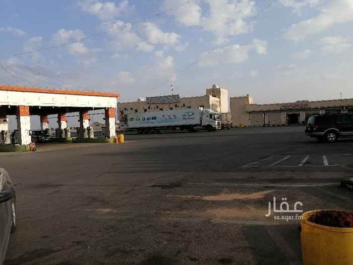 أرض للإيجار في شارع طارق بن زياد ، عقلة الصقور