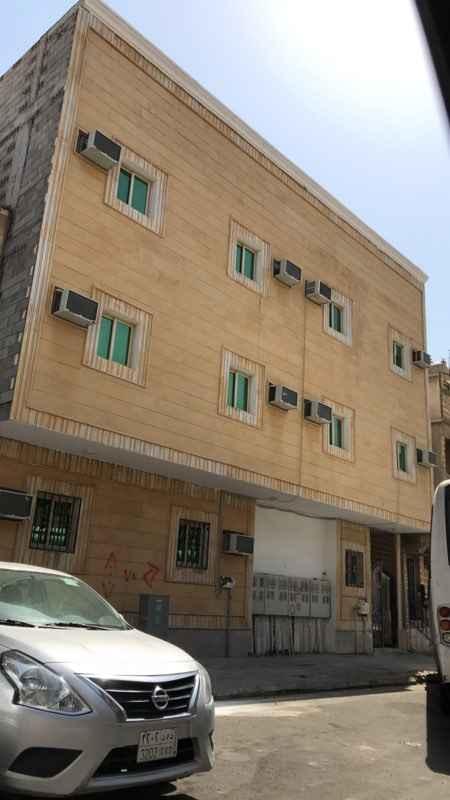 عمارة للبيع في شارع الحادي والعشرون ، حي الثقبة ، الخبر