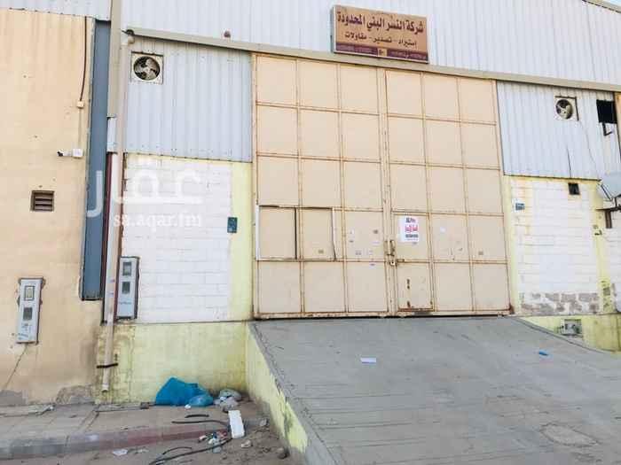 مستودع للإيجار في شارع وادي المعلق ، حي الفيصلية ، الرياض