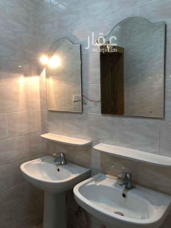 شقة للإيجار في شارع ابي المظفر الحاتمي ، حي العزيزية ، الرياض ، الرياض
