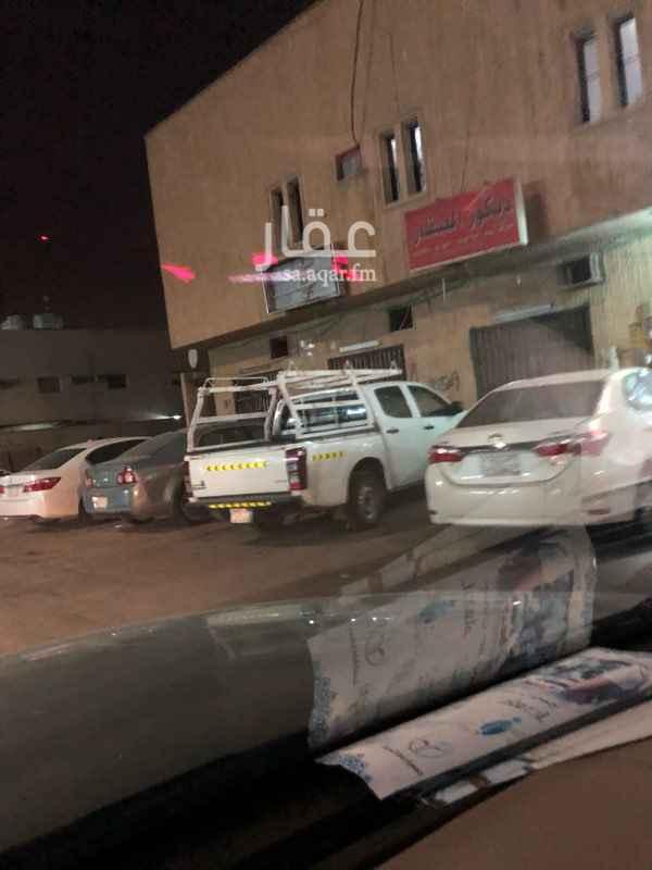 محل للإيجار في شارع الأمير متعب بن عبدالعزيز ، حي الربوة ، الرياض