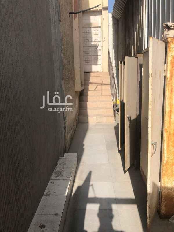 بيت للإيجار في شارع خالد بن سعيد بن العاص ، حي القادسية ، الدمام ، الدمام