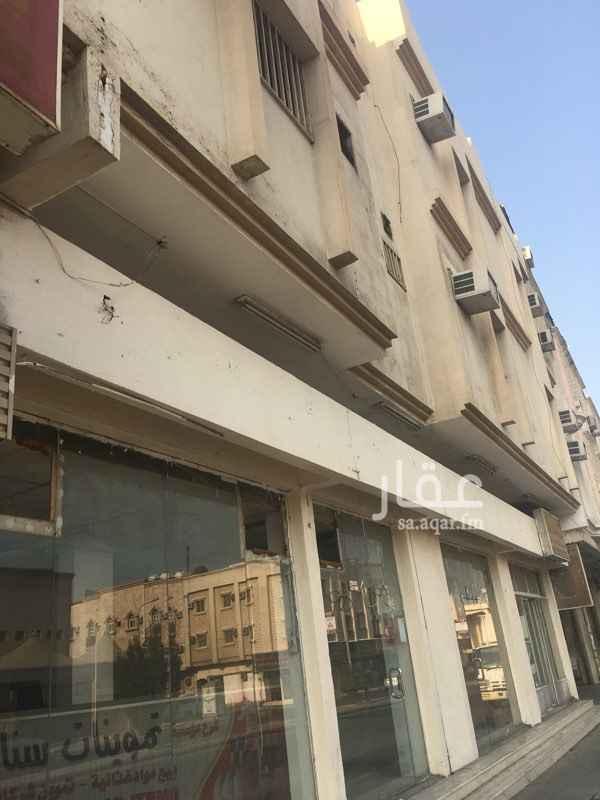 محل للإيجار في شارع العاشر ، حي الثقبة ، الخبر