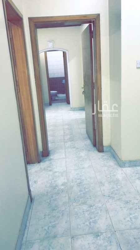 شقة للبيع في شارع شاهين ، حي العزيزية ، الرياض