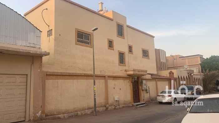 فيلا للبيع في شارع ابن الساعي ، حي العزيزية ، الرياض