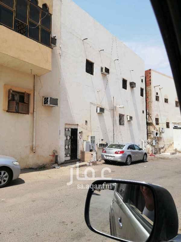 بيت للبيع في شارع سنيد بن داود المدائني ، حي الاصيفرين ، المدينة المنورة