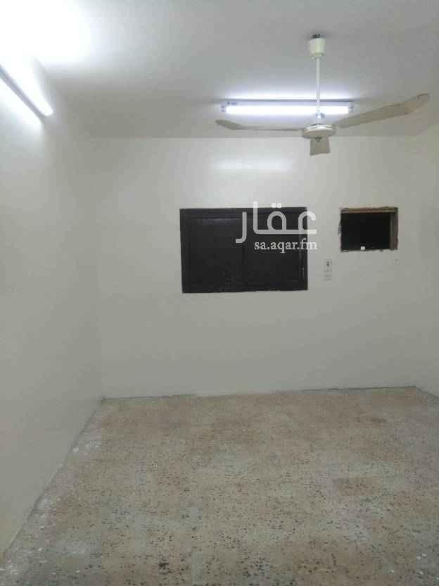 دور للإيجار في شارع موسى الحجاوي ، حي بدر ، الرياض