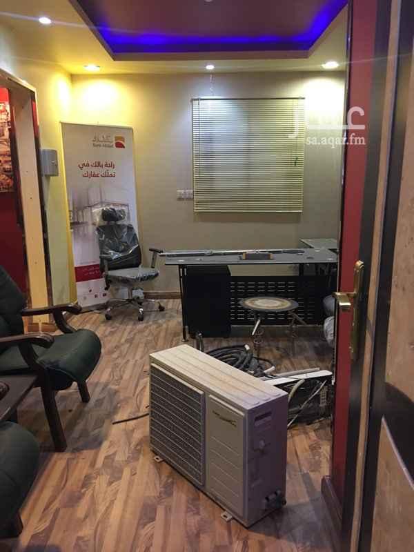 مكتب تجاري للإيجار في شارع اليمانية ، حي الصحافة ، الرياض