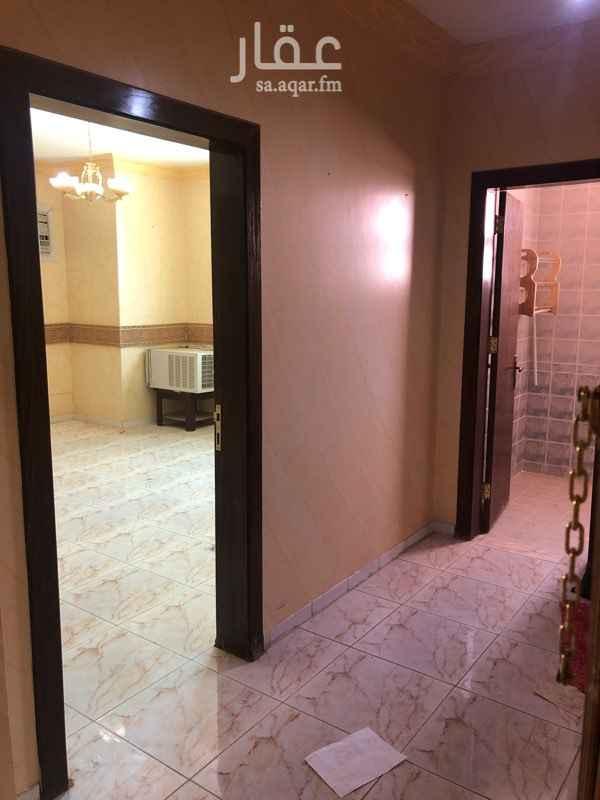 شقة للإيجار في شارع الامام عبدالله بن ثنيان ال سعود ، حي الضباط ، الرياض