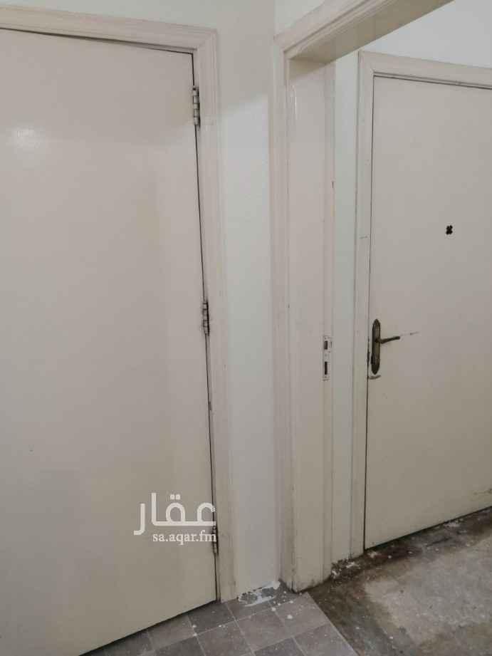 شقة للإيجار في شارع سفيان بن عوف ، حي العزيزية ، الرياض ، الرياض
