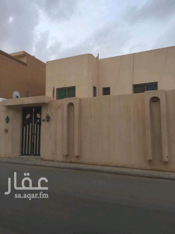 فيلا للبيع في شارع قناطر النعمان ، حي الملك فهد ، الرياض