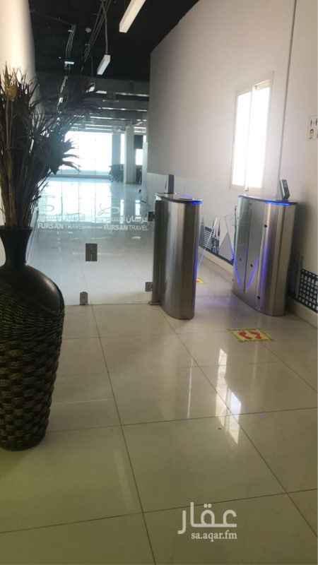 مكتب تجاري للإيجار في شارع وادي وج ، حي الملقا ، الرياض