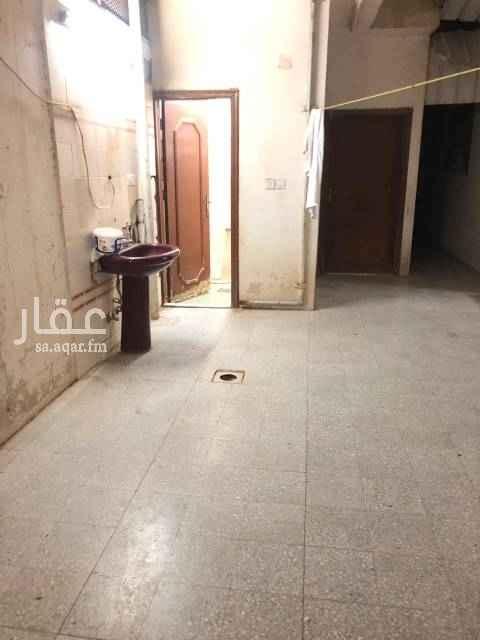 بيت للبيع في شارع العقبه ، حي طويق ، الرياض