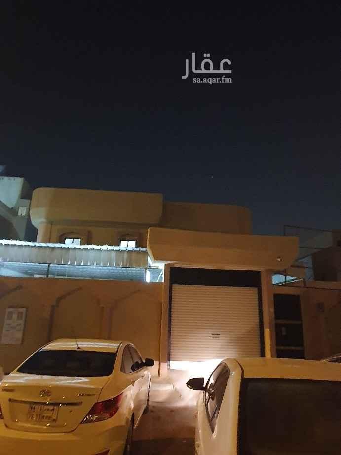 فيلا للبيع في شارع فهاد القحطاني ، حي النظيم ، الرياض
