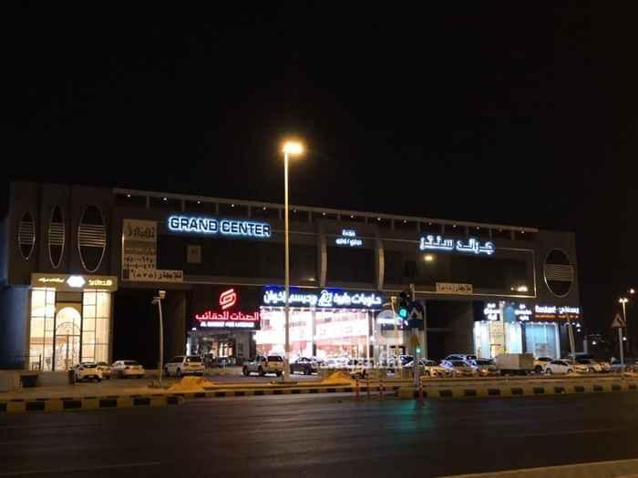 عمارة للبيع في شارع محمد بن الحسين ، حي الربيع ، الرياض