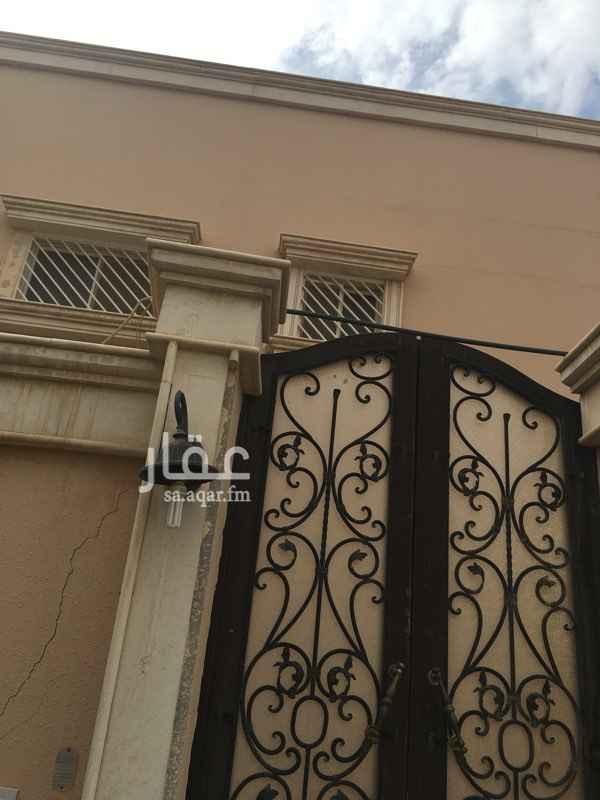 فيلا للإيجار في شارع عبدالوهاب بن نافع ، حي المغرزات ، الرياض