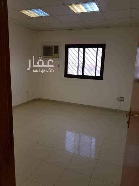 مكتب تجاري للإيجار في شارع ابي بكر الصديق الفرعي ، حي المرسلات ، الرياض
