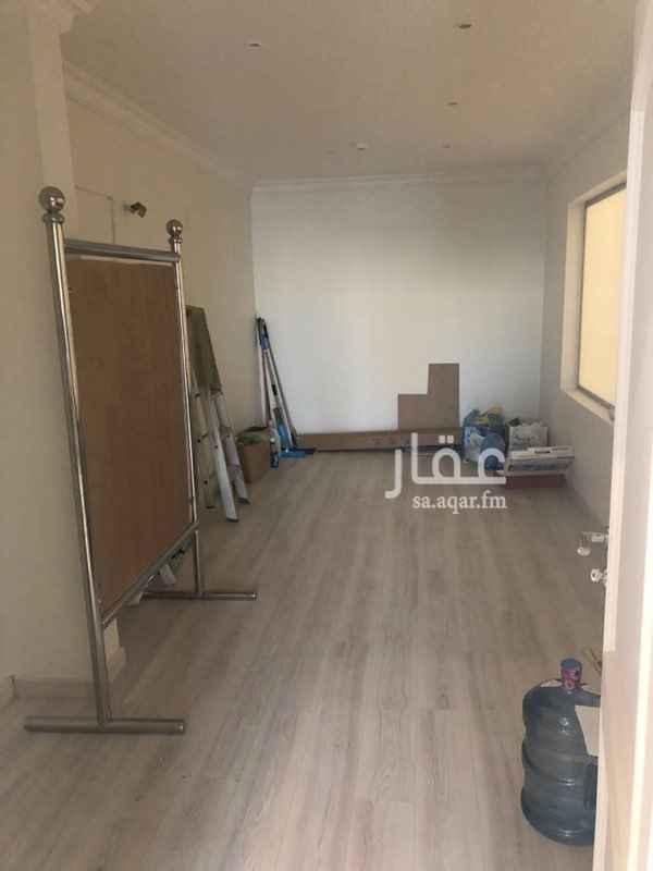 محل للإيجار في شارع الأمير حمود ، حي العقربية ، الخبر ، الخبر