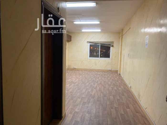 مكتب تجاري للإيجار في شارع نافع بن عتبة ، حي المزروعية ، الدمام ، الدمام