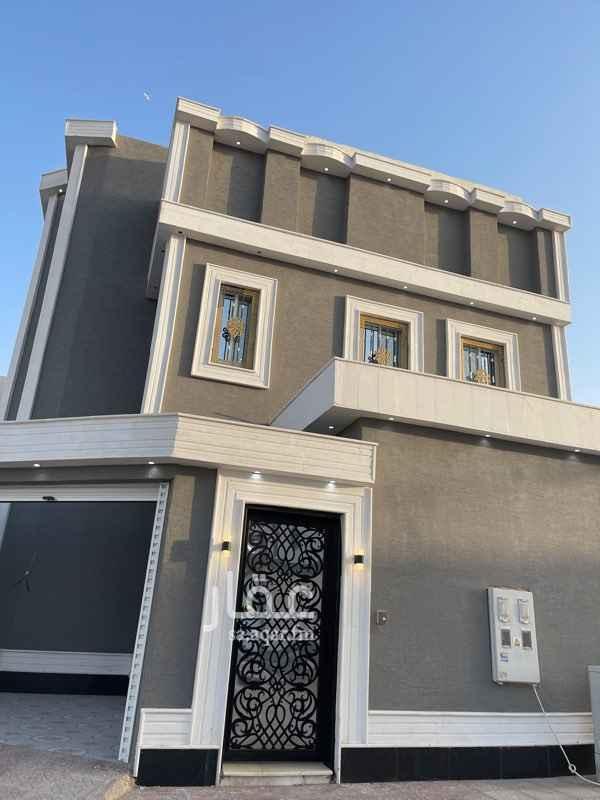 فيلا للبيع في شارع الشيخ ماجد الكردي ، حي الرمال ، الرياض