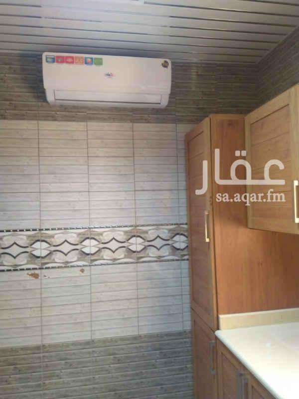 شقة للإيجار في شارع الفرزدق ، حي الضباط ، الرياض