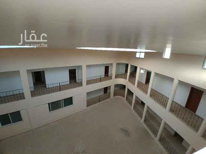 عمارة للإيجار في شارع عقبة بن مكرم ، حي ام الحمام الشرقي ، الرياض