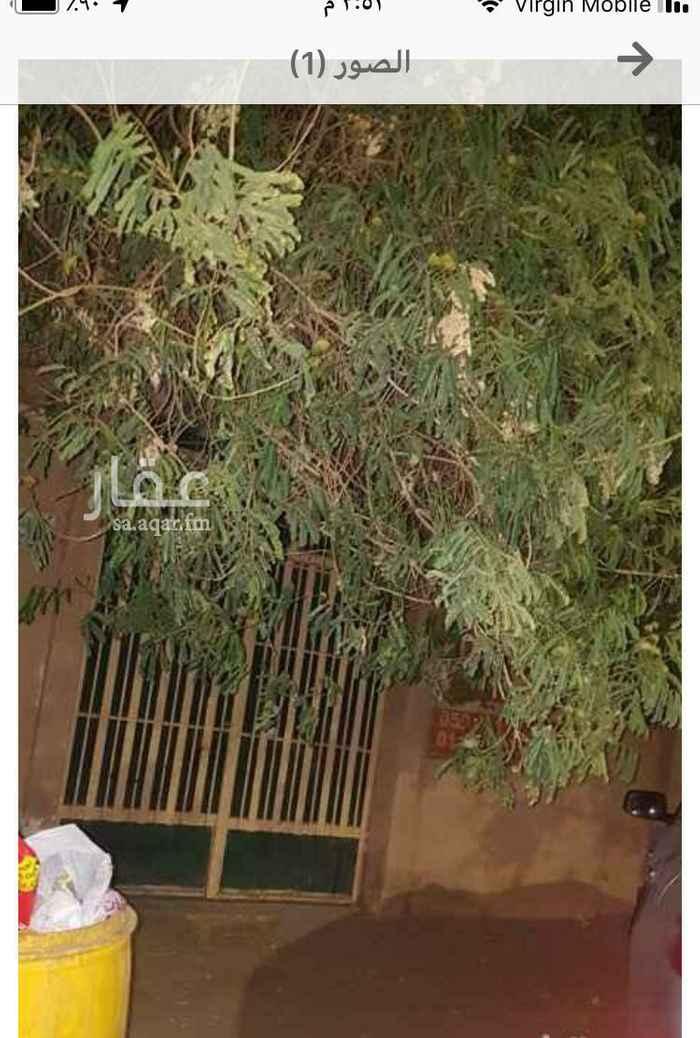فيلا للبيع في شارع نجم الدين الأيوبي ، حي الربوة ، الرياض ، الرياض