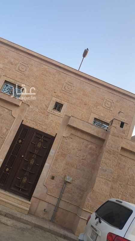 بيت للبيع في شارع احمد بن الخطاب ، الرياض