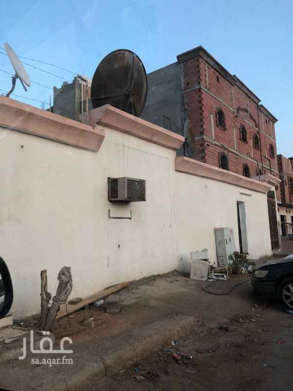 غرفة للإيجار في شارع اسماعيل بن عبدالملك ، حي الدفاع ، المدينة المنورة