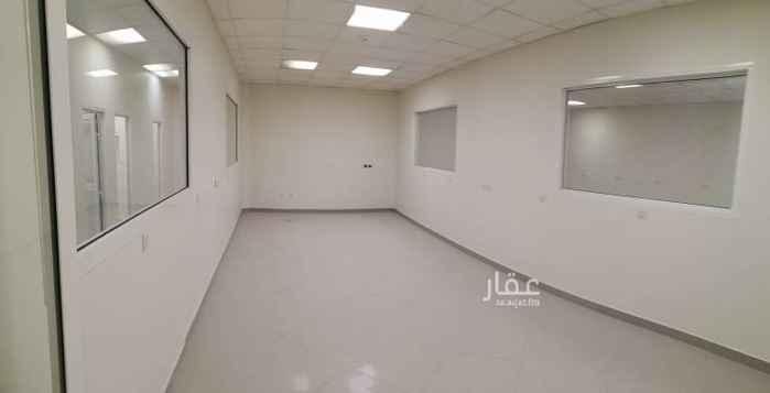 مكتب تجاري للإيجار في طريق الأمير محمد بن عبدالعزيز ، حي السليمانية ، الرياض