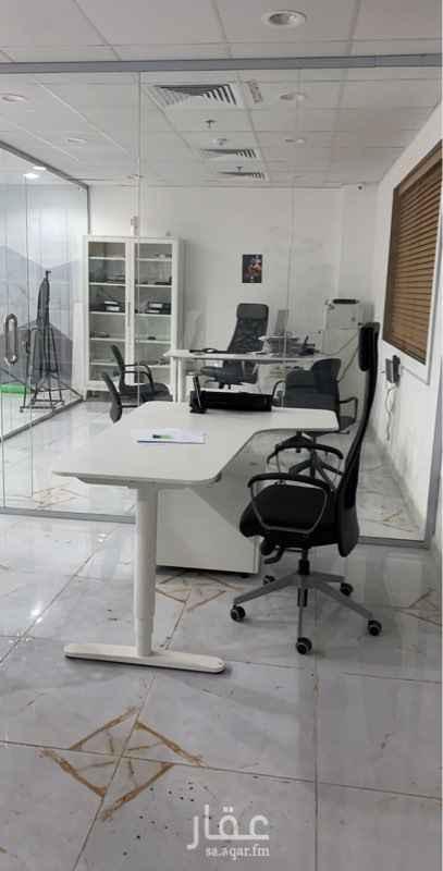 مكتب تجاري للإيجار في شارع مالك بن ربيعه ، حي الشرفية ، جدة ، جدة