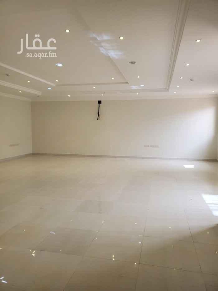 مكتب تجاري للإيجار في شارع رقم 372 ، حي الملقا ، الرياض