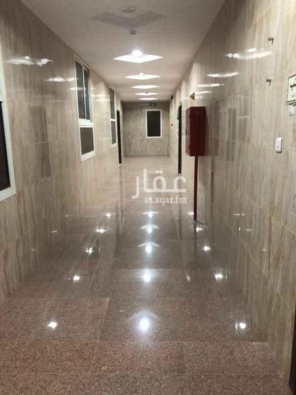 مكتب تجاري للإيجار في شارع عطية السعدي ، حي العوالي ، الرياض