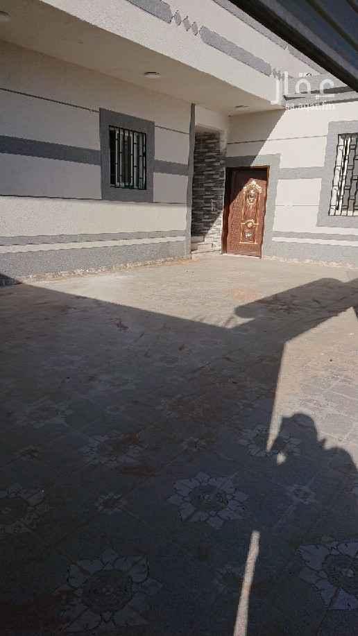 بيت للبيع في شارع عبدالله بن الزبير ، حي الروضة ، تبوك ، تبوك