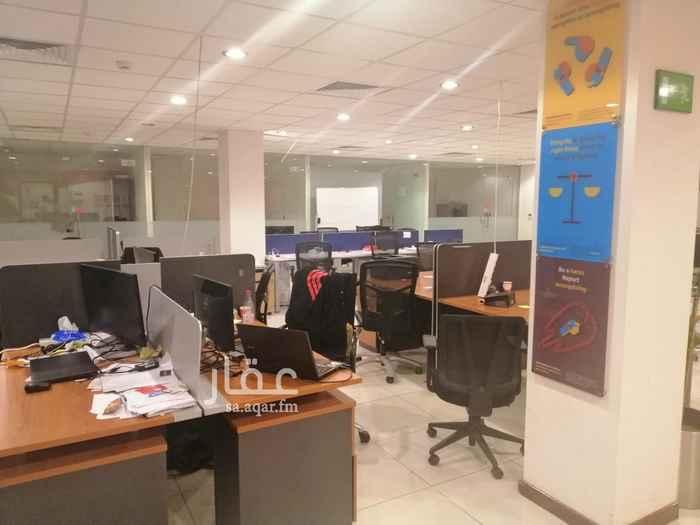 مكتب تجاري للإيجار في شارع انس ابن مالك ، حي الملقا ، الرياض