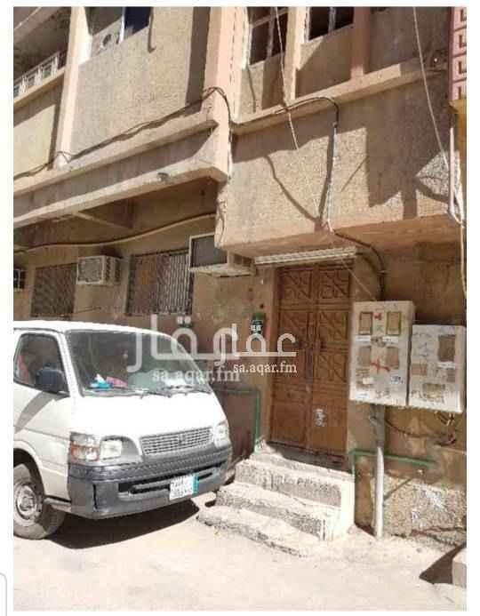 عمارة للبيع في شارع ابن هارون ، حي منفوحة الجديدة ، الرياض