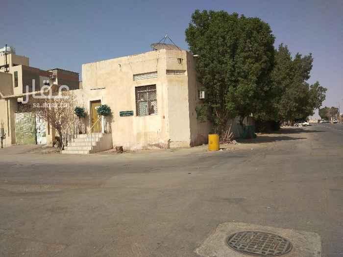 بيت للبيع في شارع عبدالله بن صالح بن مشخص ، حي الفاروق ، الرياض ، الرياض