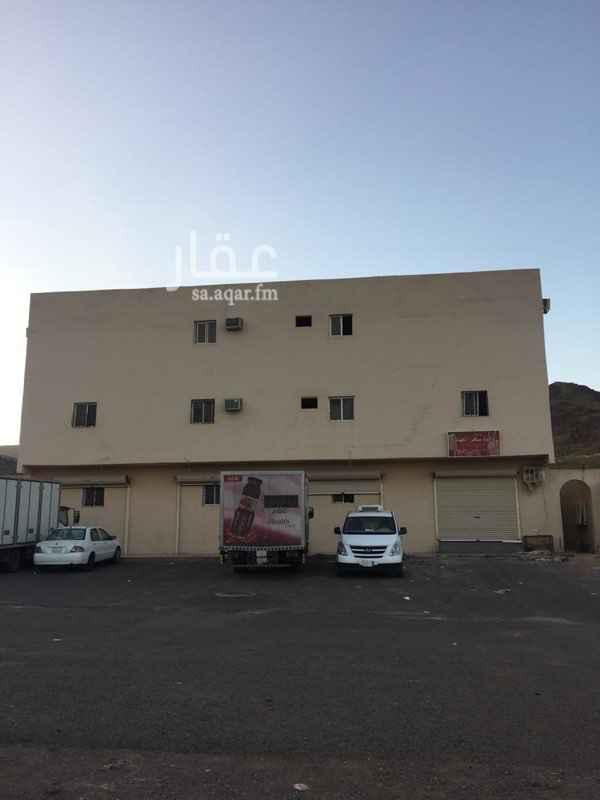 عمارة للإيجار في شارع عبدالله بن حسان ، حي العزيزية ، المدينة المنورة